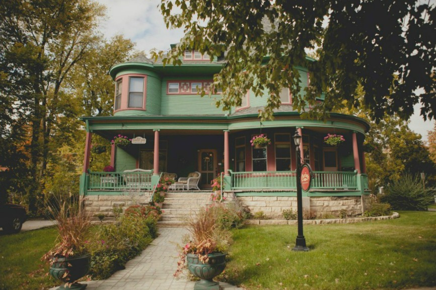 Carriage House Bed & Breakfast, Grinnell, Iowa Lodging