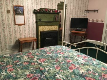 Windsor Room, Carriage House Bed & Breakfast, Grinnell, Iowa
