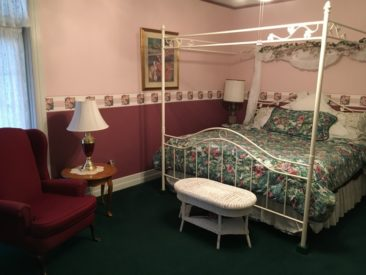 Windsor Room, Carriage House Bed & Breakfast, Grinnell, IA
